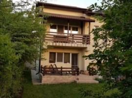 Casa Duplex Eleganta cu gradina interioara de 200 mp in Mogo