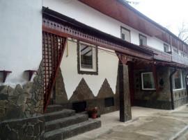 Casa saseasca 3 apartamente Cristian