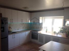 Apartament cu 4 camere in zona Nerva Traian