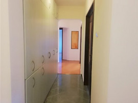 Apartament 4 camere Nemobilat,P-ta.Alba Iulia.