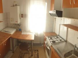 Apartament 3 camere decomandat in Campina,central,etaj 3 !