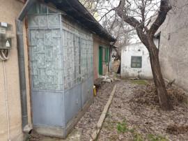 COICIU - Casa demolabila cu teren 300 mp
