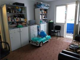 Apartament 3 camere, etajul 3, renovat, super-pret