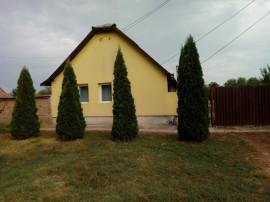 Casă în comuna Macea