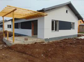 FARA COMISIOANE casa 3 camere 2 bai placa beton apa curenta