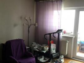 Apartament 3 camere Judetean, decomandat, etaj intermediar