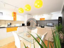 Apartament trei camere mobilat lux cu amenajare de designer
