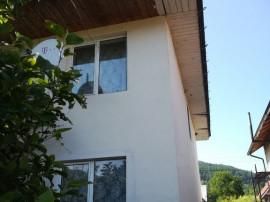 Casa 220 mp+ mansarda, cu teren aprox 700 mp Viisoara, Neamt