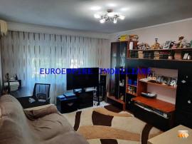Apartament cu 3 camere situat in zona Inel 2