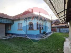 Casă 5 camere plus alte anexe, Comănești