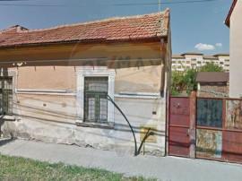 Casă / Vilă cu 3 camere de vânzare în zona Boul Rosu