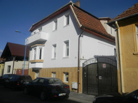 Casa, vila, 340 mp, 3 apartamente separate, central zona Afi