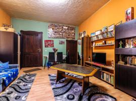 Apartament cu 3 camere la casă în zonă centrală