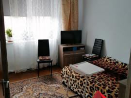Apartament 3 camere - Foste proprietati, etaj intermediar