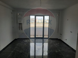 Apartament cu 3 camere de vânzare în zona UTA