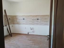 Casa cu 4 camere, beci in zona Miroslava