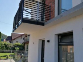 Duplex nou semifinisat zona de case centrala Floresti!