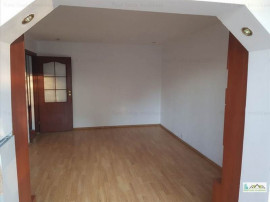 Apartament 2 camere decomandat Tractorul, 109FJ