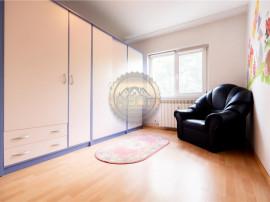 Apartament cu 3 camere,decomandat,etaj intermediar,zona Dece
