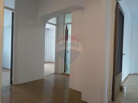 Apartament cu 3 camere -Mosilor colt cu Eminescu