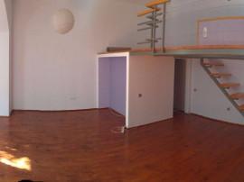 Apartament de locuit 2 camere Central