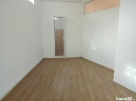 Spatiu ideal cabinet/atelier/birou/patiserie tomis 3