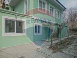 Apartament in casa, str.Nicolae Iorga, zona Parcul Titule...