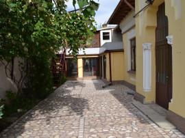 Proprietar -casa singur curte in zona centrala str Adrian 23