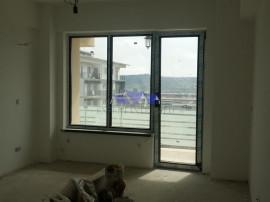 Apartament cu o camera decomandata, cu terasa 40mp, in compl