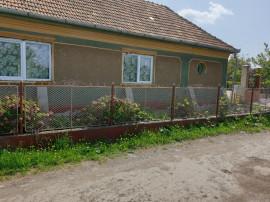Casa zona Prunilor , 1880 teren , utilitati , gaz, sc 170 mp