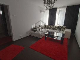 Apartament 4 camere in zona Teiul Doamnei