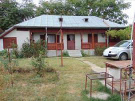 Casa cu 3 camere baie terasa beci locuibila utilitati pe 15