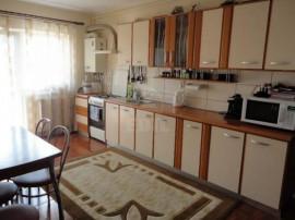Apartament 3 ultracentral Floresti zona Penny