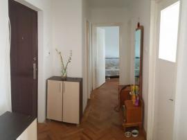 Apartament doua decomandate, langa bazinul de Inot