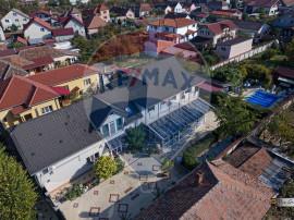 De vânzare casă / vilă cu 8 camere la intrarea în Sâ...