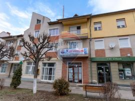 Apartament cu 3 camere de vânzare în zona Centrala a or...