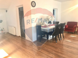 Apartament 4 camere de vânzare SU 132mp + 150mp curte, z...