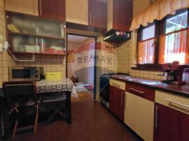 Apartament la curte, cu 2 camere de vânzare în zona Ult...