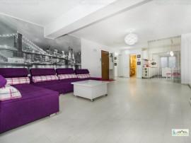 2 camere decomandat bloc nou, mobilat lux Central,