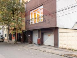 Casă / Vilă cu 9 camere de vânzare în zona P-ta Muncii