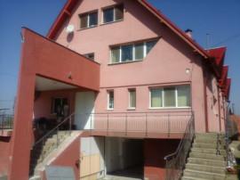 Pensiune cazare muncitori si 1 etaj cu 3 apartamente Brasov