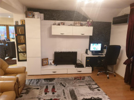 Apartament de 3 camere decomandat 84 mp UTILI