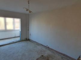 Apartament 4 camere Judetean, decomandat, etajul 2, 99.000€