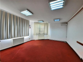 Spatiu birouri cu 3 camere la etajul 1 pe Bulevardul Victori
