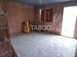 Duplex la rosu cu 7 camere 212 mp utili Selimbar Sibiu
