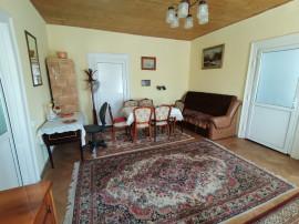 Apartament 2 camere la casa,terasa si gradina,zona Centrala