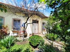 Casa individuala in Cisnadie - 660 mp teren si doua garaje