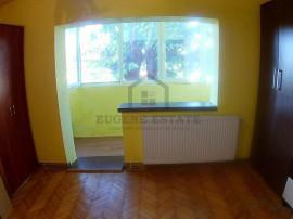 Dambovita, 4 camere, decomandat, etajul 1