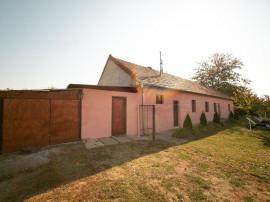 Casă de 220 mp, 6 km de la ieșirea din Arad, acces facil