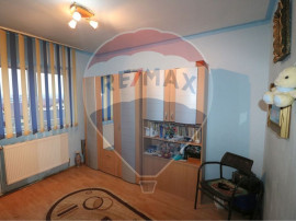 Apartament cu 3 camere langa scoala 24 si piata Vasile Aaron